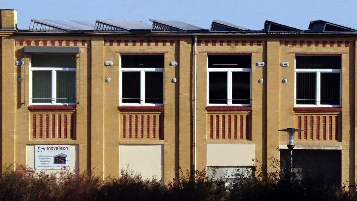 Firmengebäude InovaTech GmbH